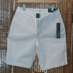White Bermuda mid rise shorts